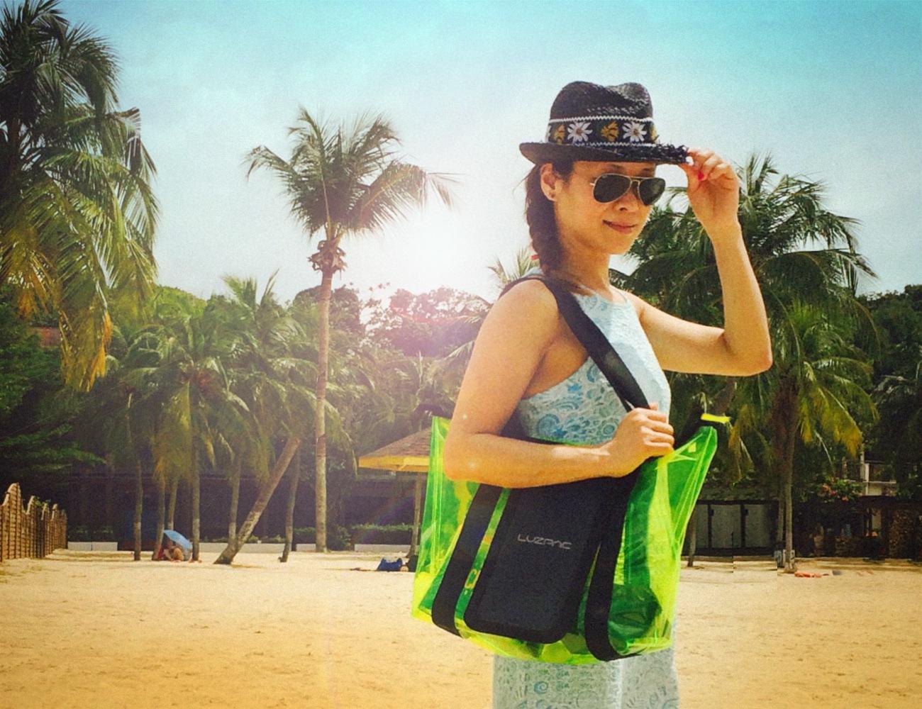 LUZPAC Solar Beach Bag