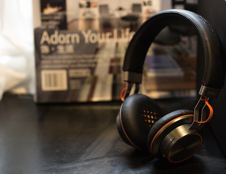 Stereo Wireless Bluetooth Headphones