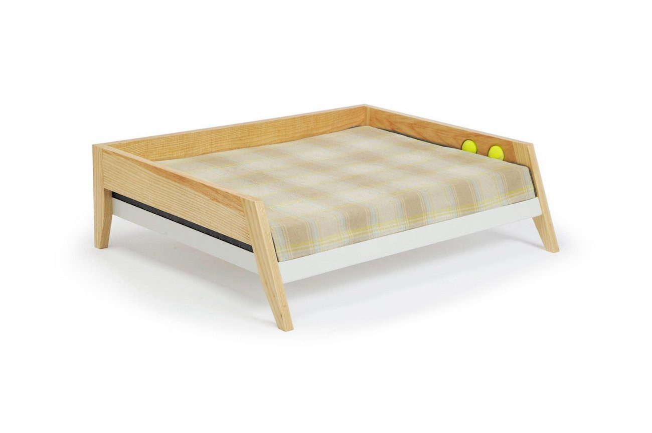 Winston raised dog bed gadget flow for Raise bed off floor