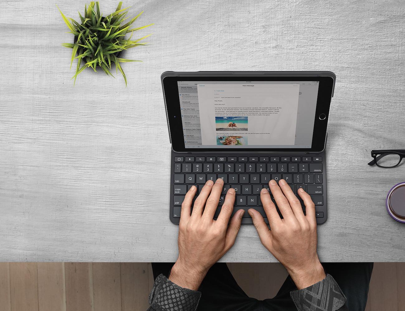Logitech+Slim+Folio+Keyboard+Case+For+IPad