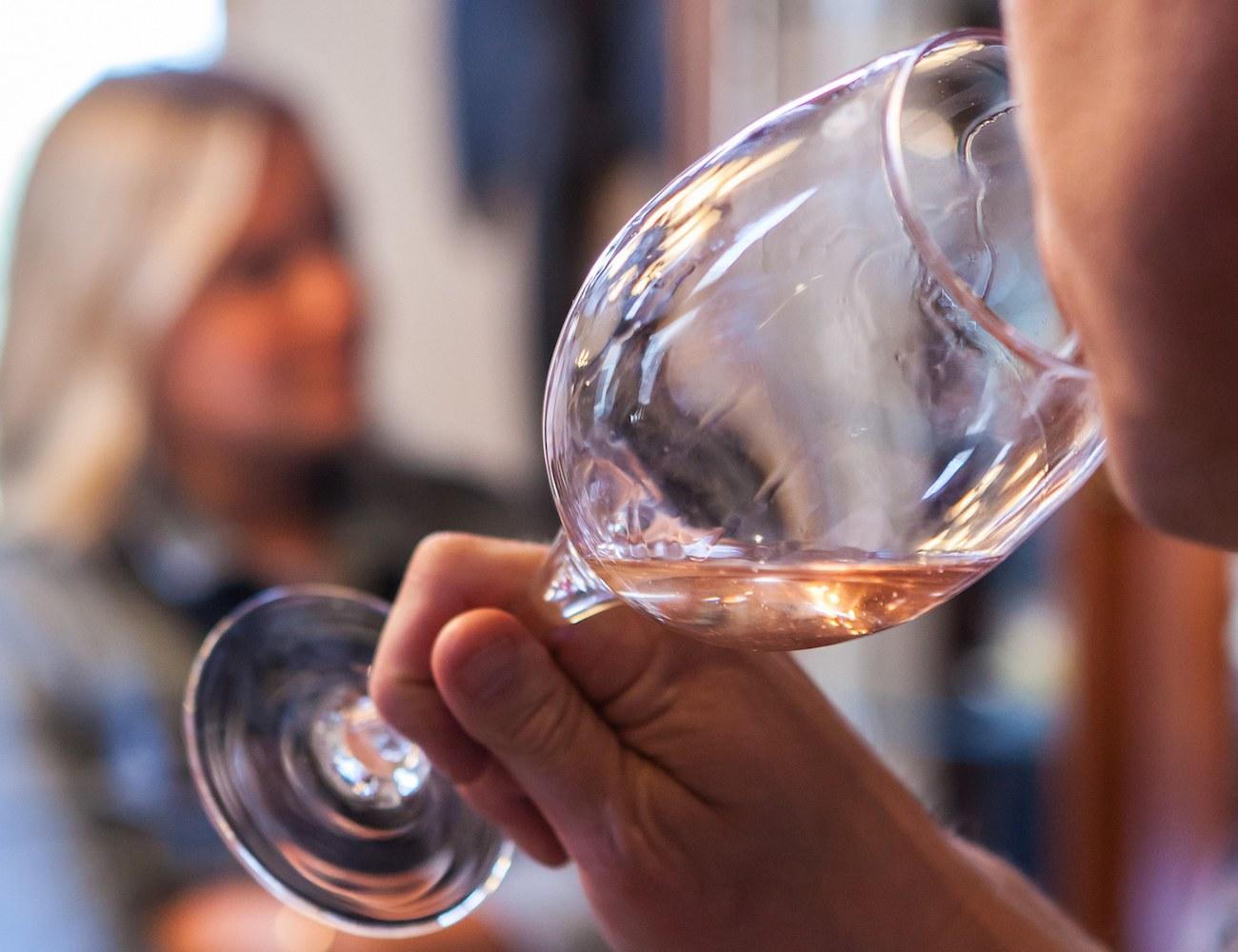 Sediment Capturing Wine Glasses