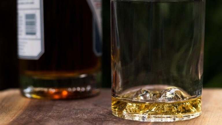 """<em class=""""algolia-search-highlight"""">Whiskey</em> Peaks American Mountains Rocks Glasses Set pays tribute to national treasures"""