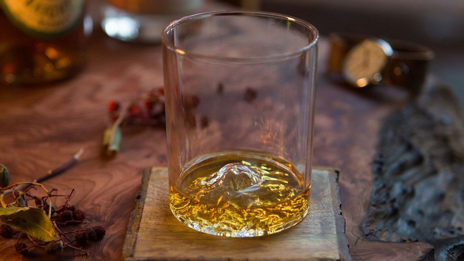 Whiskey Peaks American Mountains Rocks Glasses Set pays tribute to national treasures