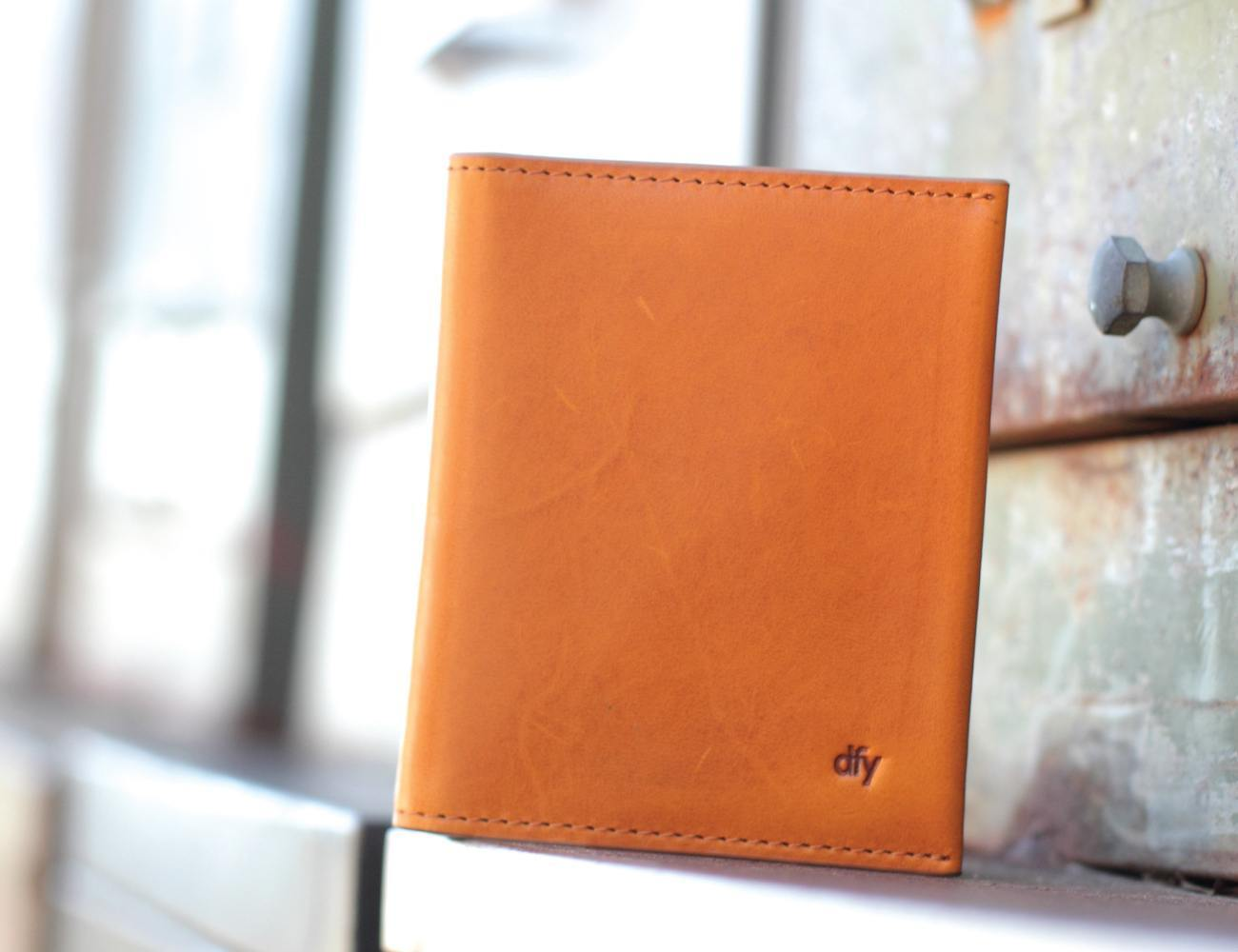 The dfy360 RFID-Blocking Wallet Protects Your Money in Style
