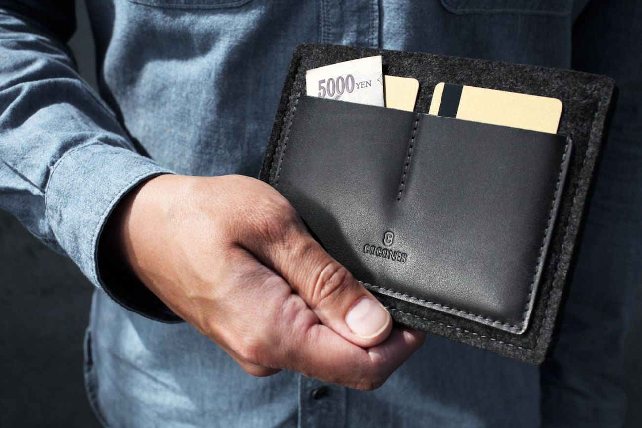 "Cocones Leather <em class=""algolia-search-highlight"">Passport</em> Wallet"