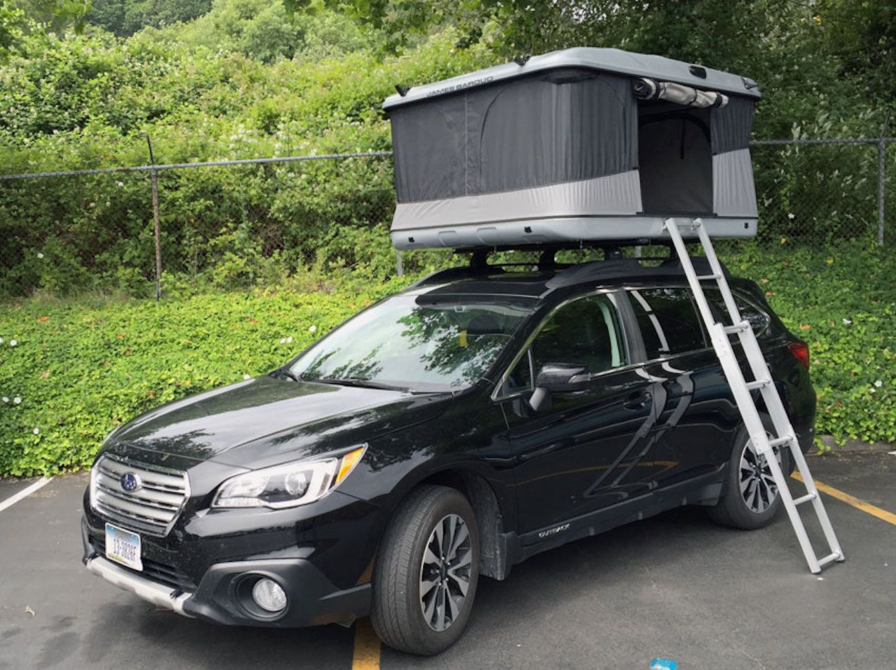 Vehicle roof tents