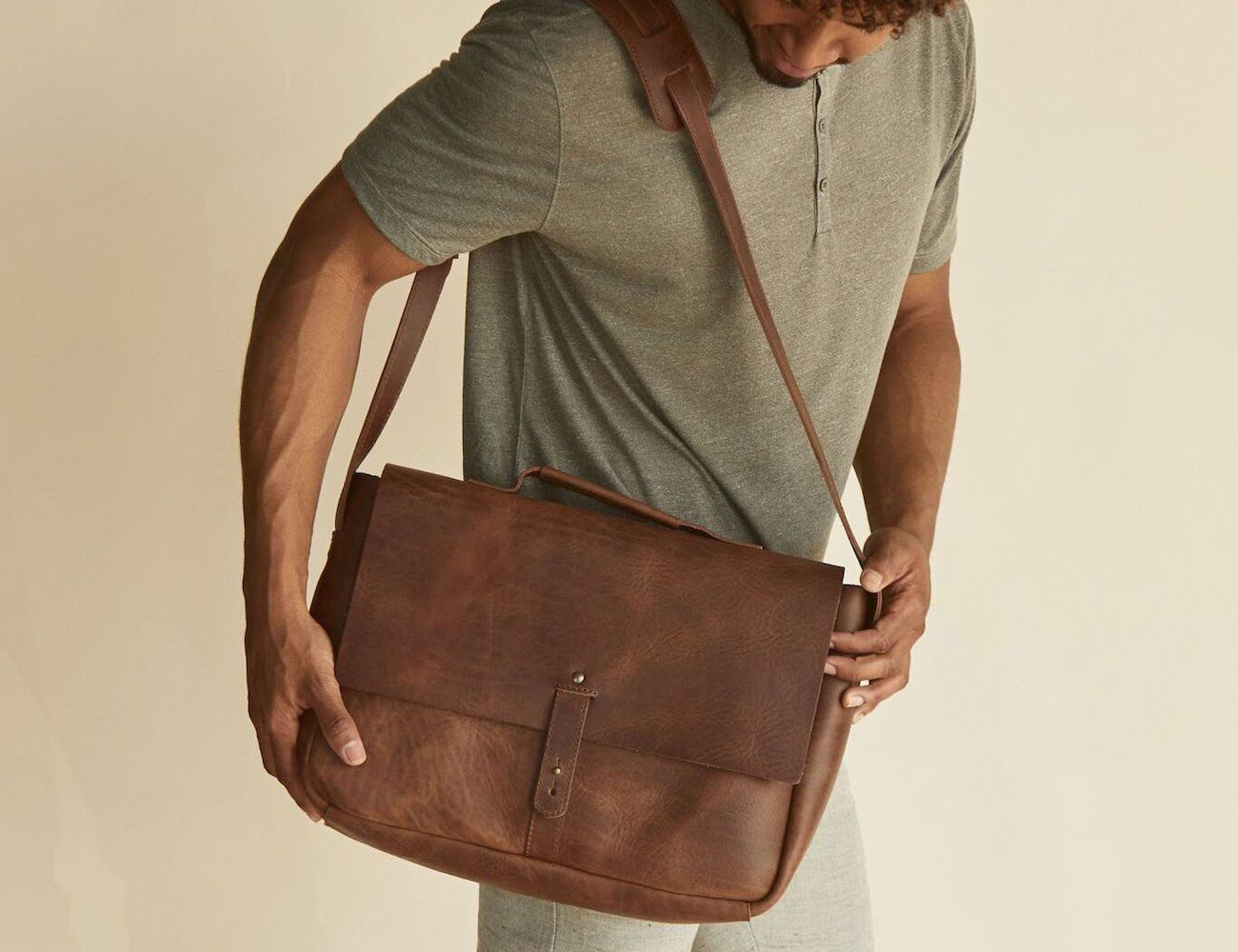 Nisolo Loreto Leather Messenger Bag