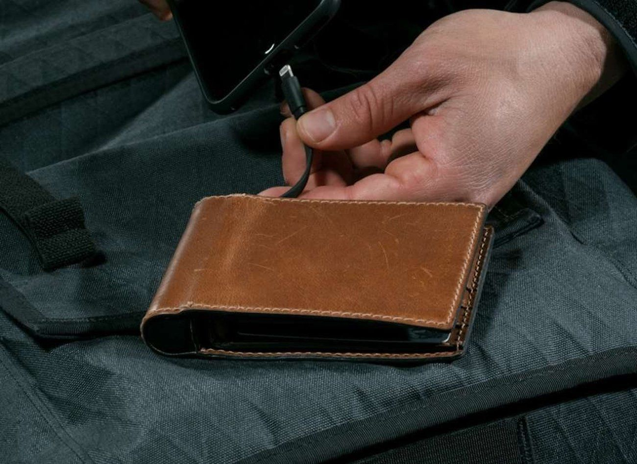 Nomad Bi-Fold Leather Charging Wallet