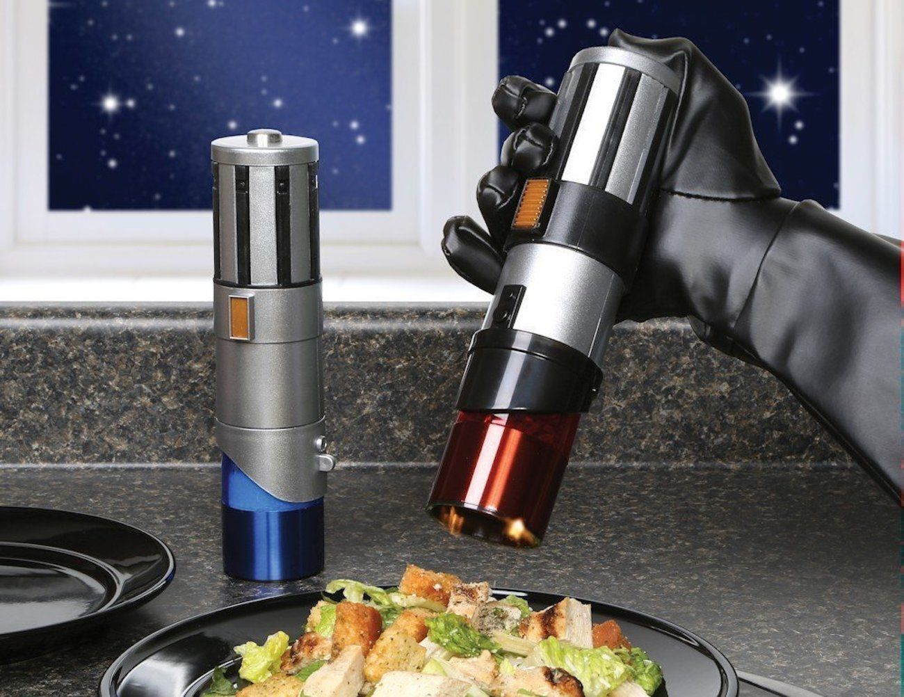 Star+Wars+Lightsaber+Salt+%26amp%3B+Pepper+Shakers