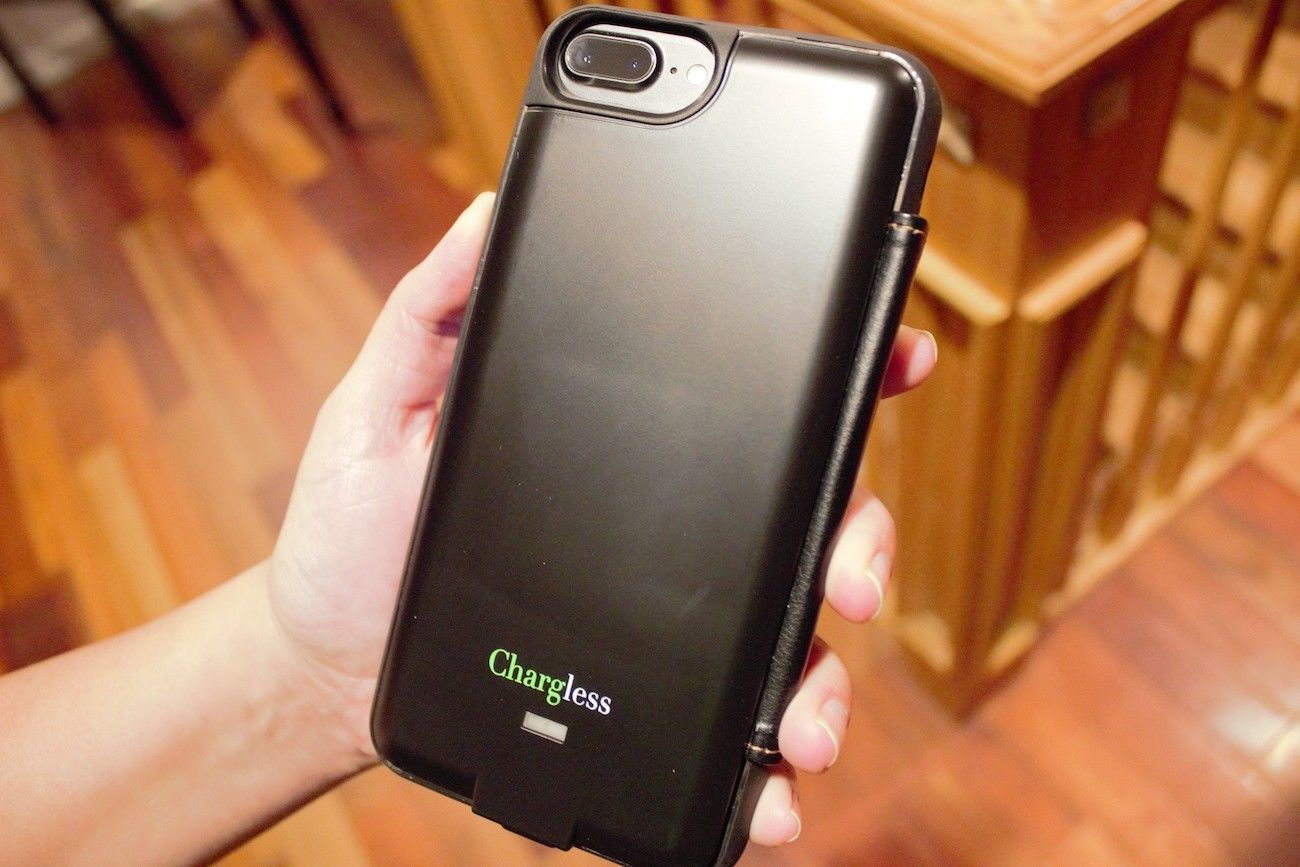 CHARGLESS Solar Powered Smartphone Wallet Case