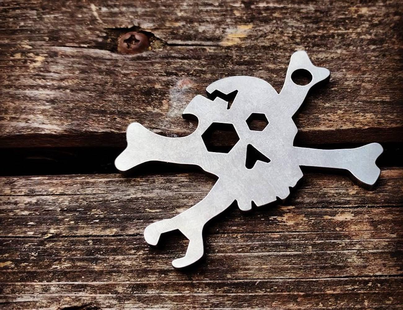 Cracked+Skull+Keychain+Multi-Tool