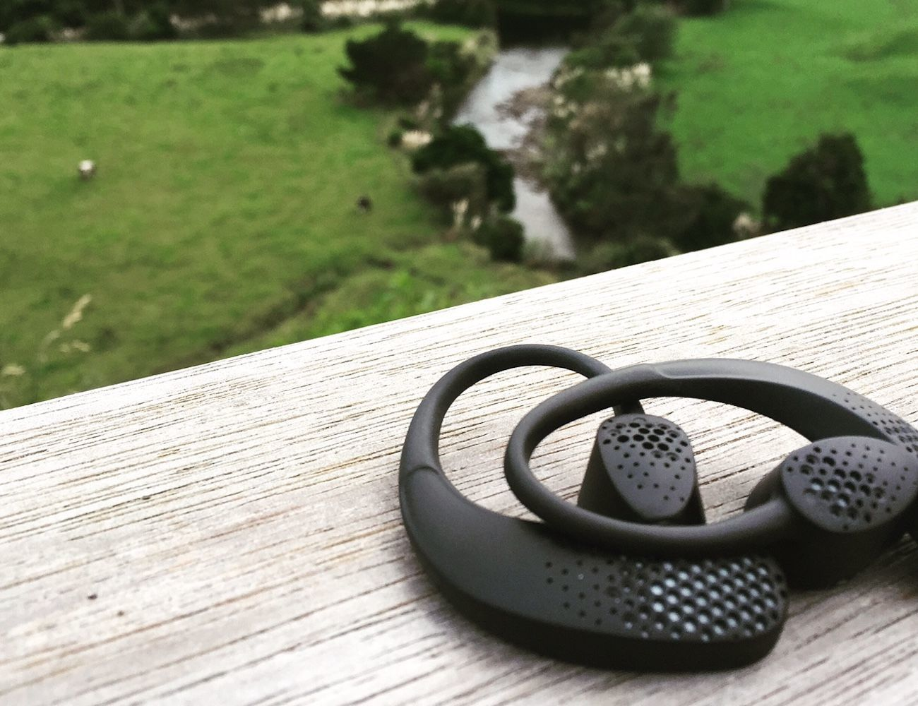 Earshot Cordless Magnetic Action Headphones