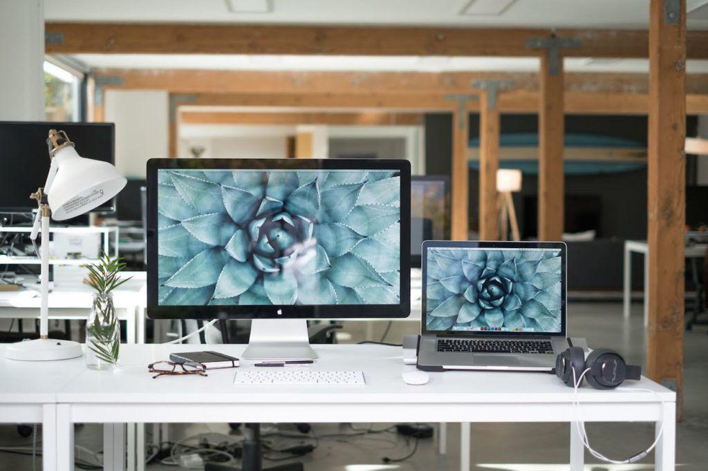 Henge+Docks+Horizontal+MacBook+Pro+Docking+Station