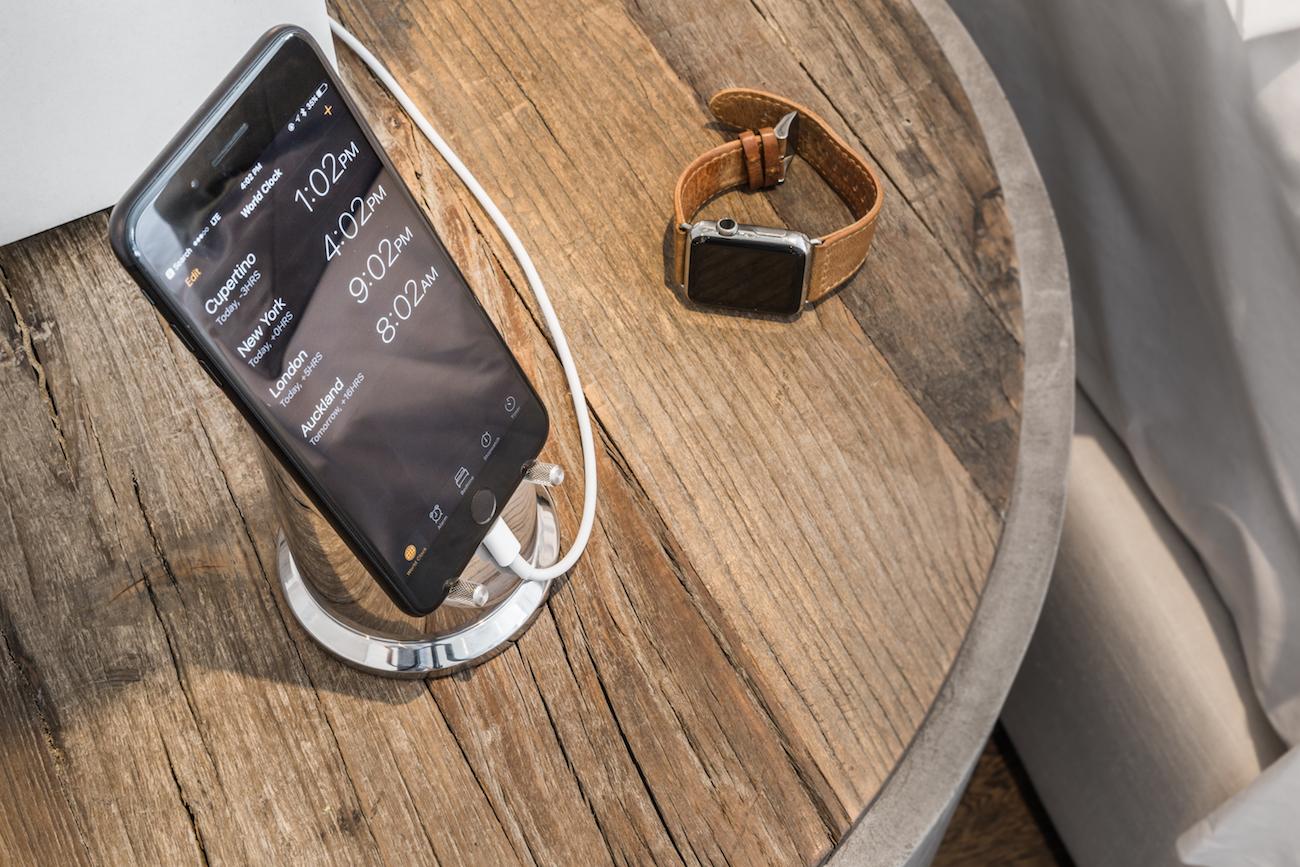 Pinnacle Series Smartphone Stand