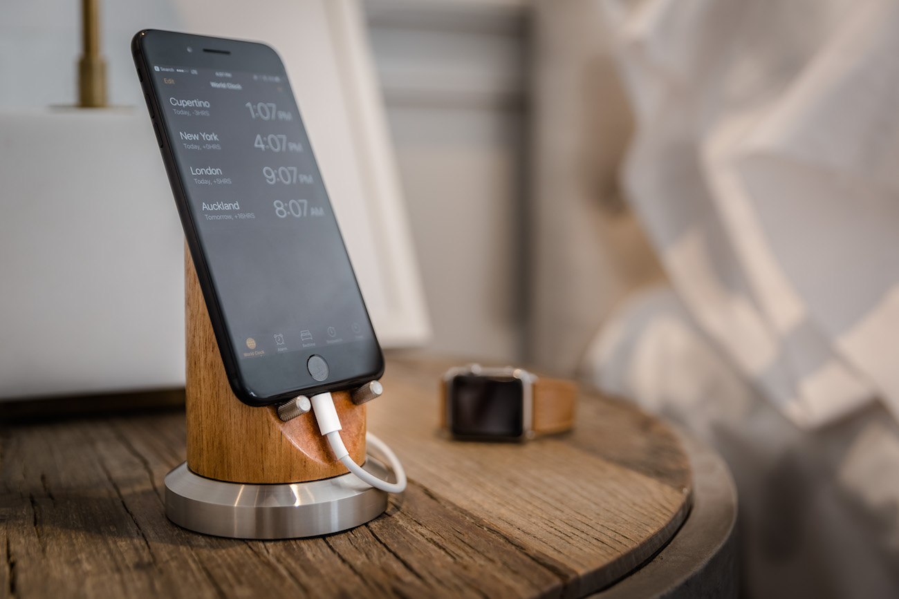 Pinnacle Series Smartphone Stand