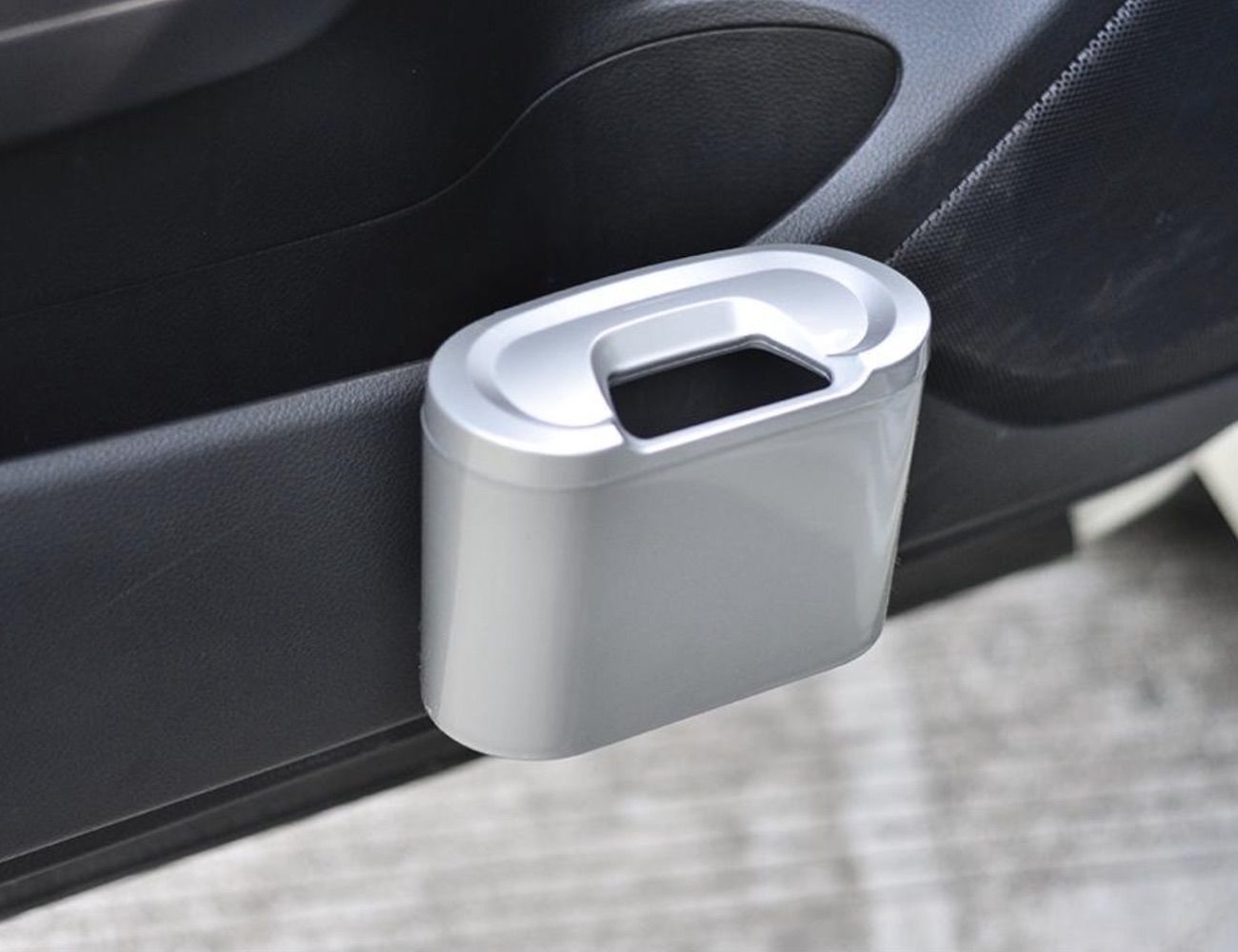 Vehicle Trash Can Universal Car Garbage Bin keeps all your trash in one place