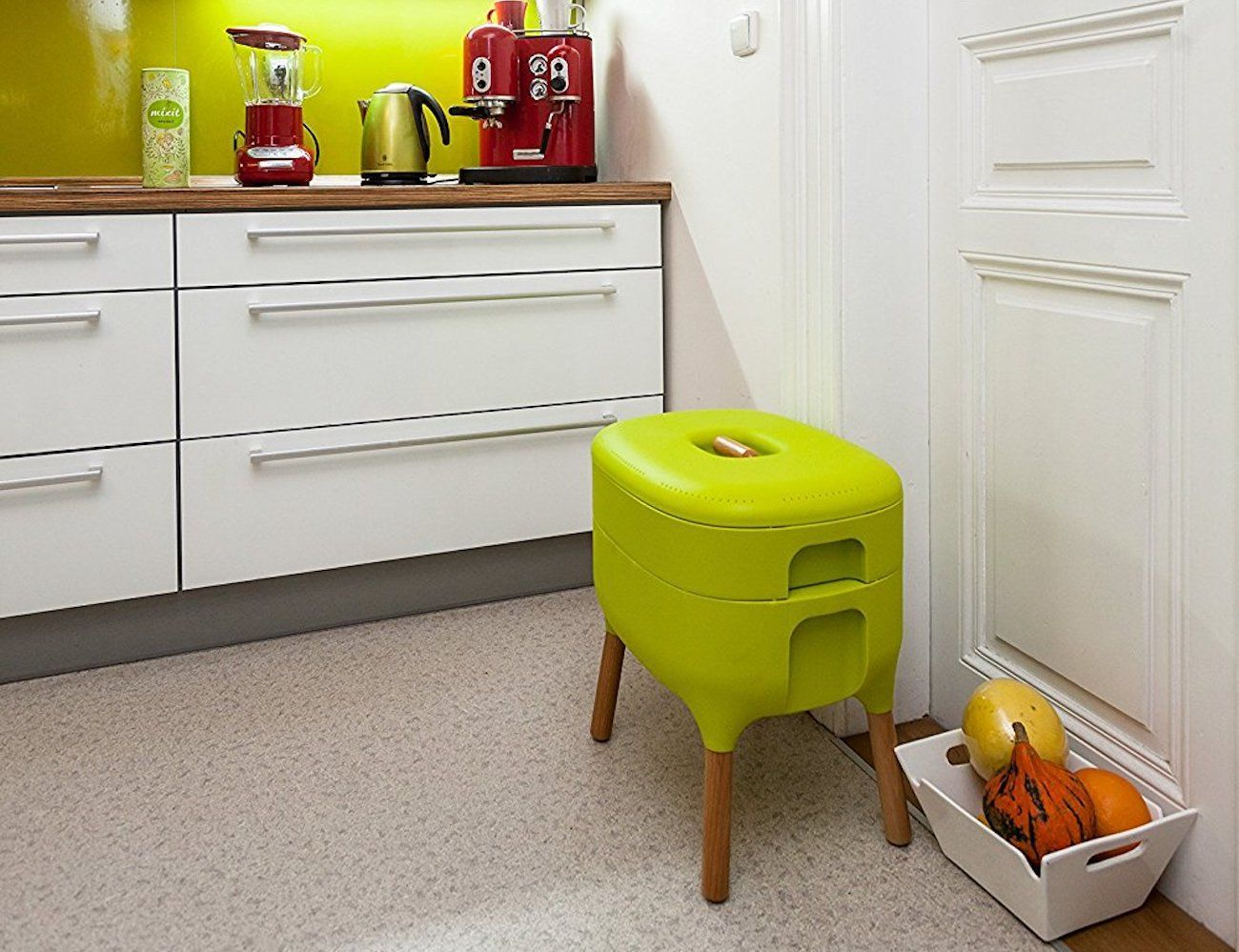 Urbalive Worm Farm Indoor Composter helps you avoid unnecessary landfill waste