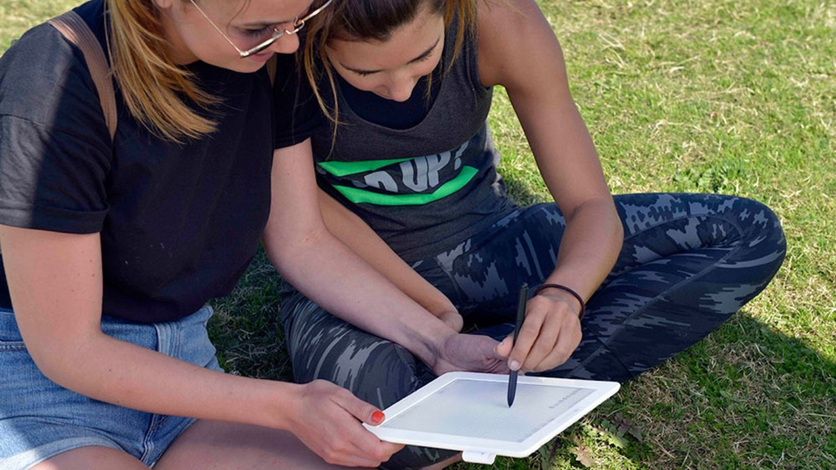 Enjoy Reading in Bright Light with the Stunning nextPaper Tablet