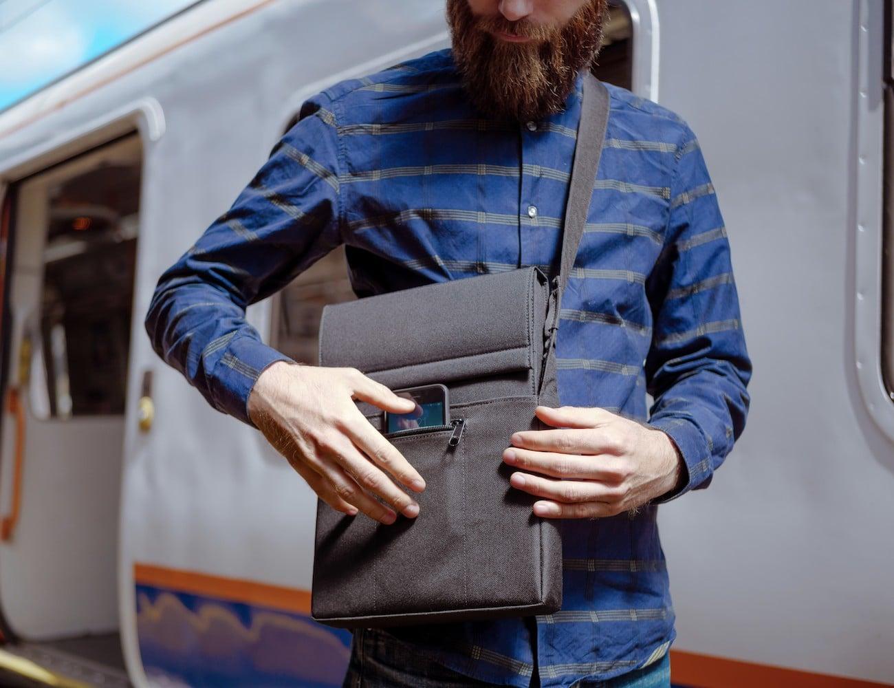 LAER Smart Laptop Charging Sleeve