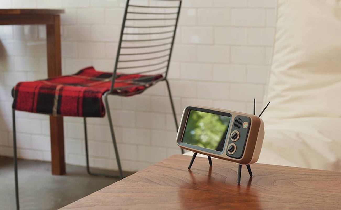 Retroduck Vintage TV iPhone Dock