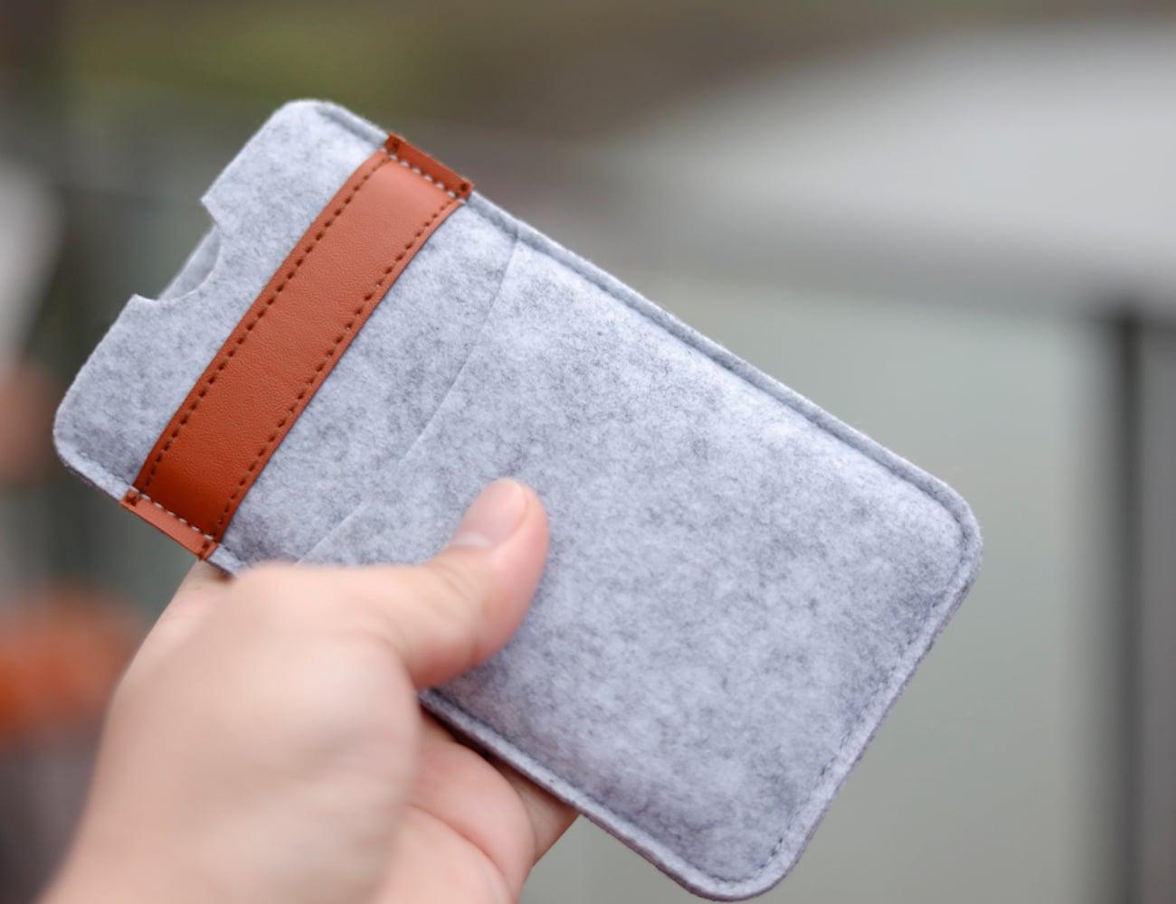 iPhone Xs Felt Wallet Case