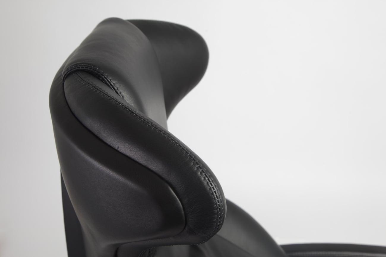 xClubby Ergonomic Leather Workstation