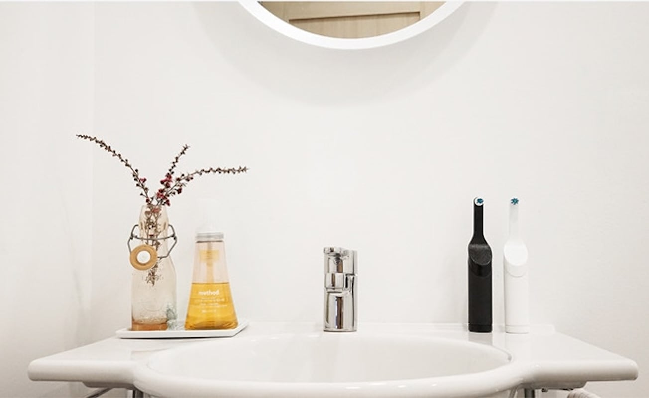 Be. Battery-Free Electronic Toothbrush