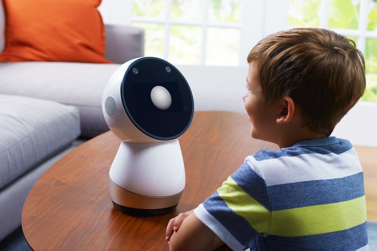 Jibo Intelligent Home Robot interacts with your family