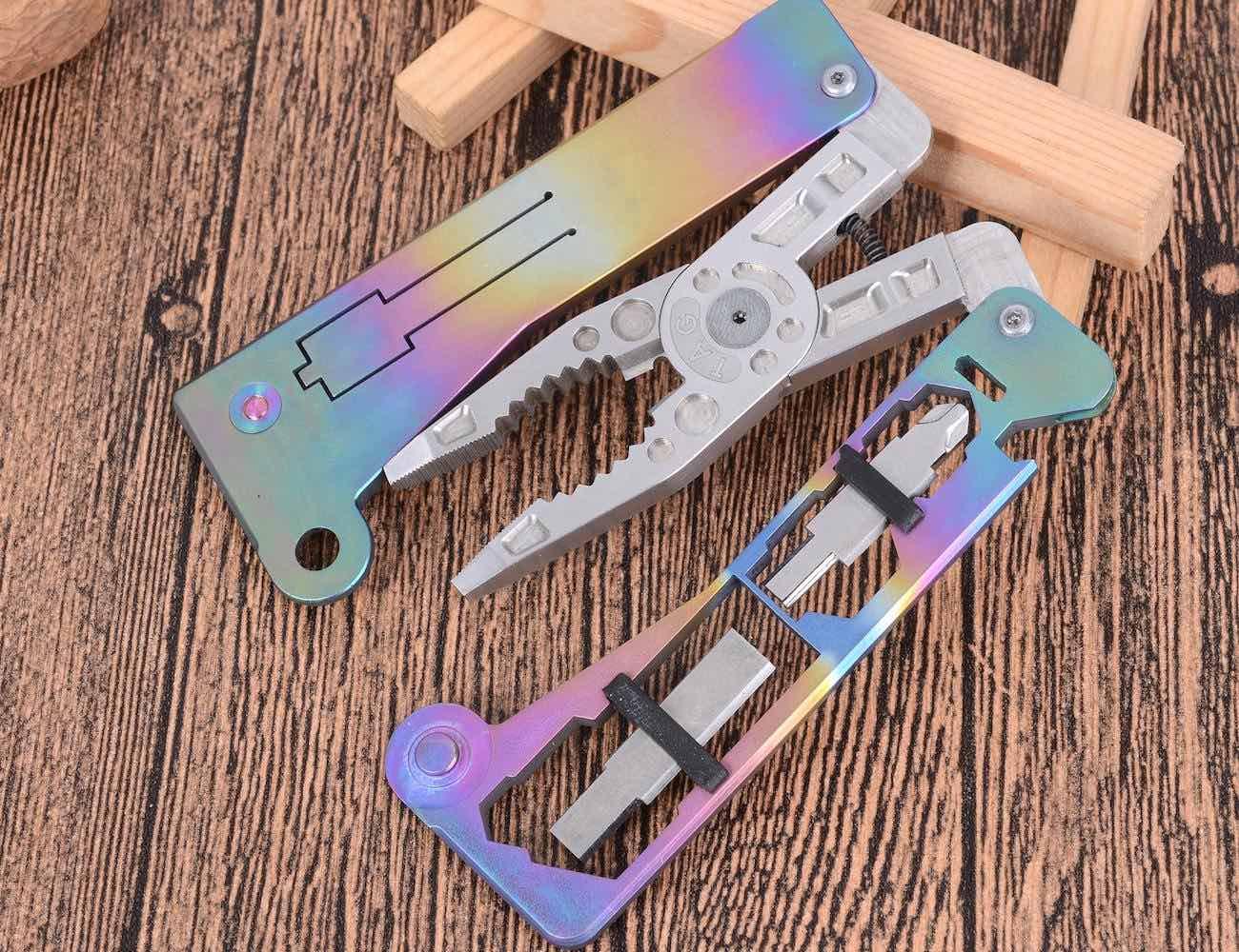 TAG SURPA Ultra-Slim Titanium Multi-Tool