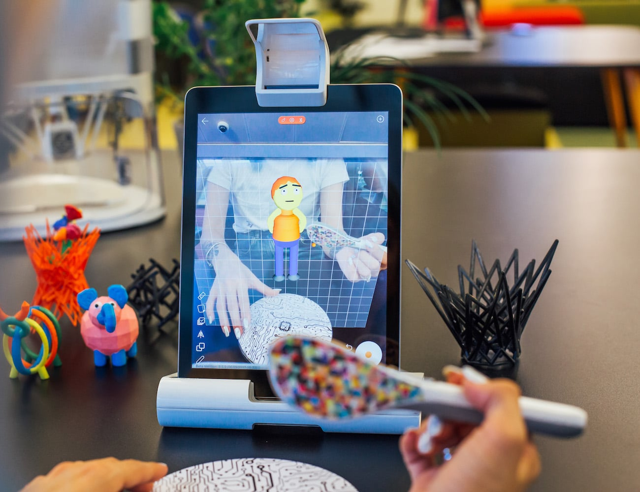 Yeehaw Wand Uses AR to Let You 3D-Sketch in Thin Air