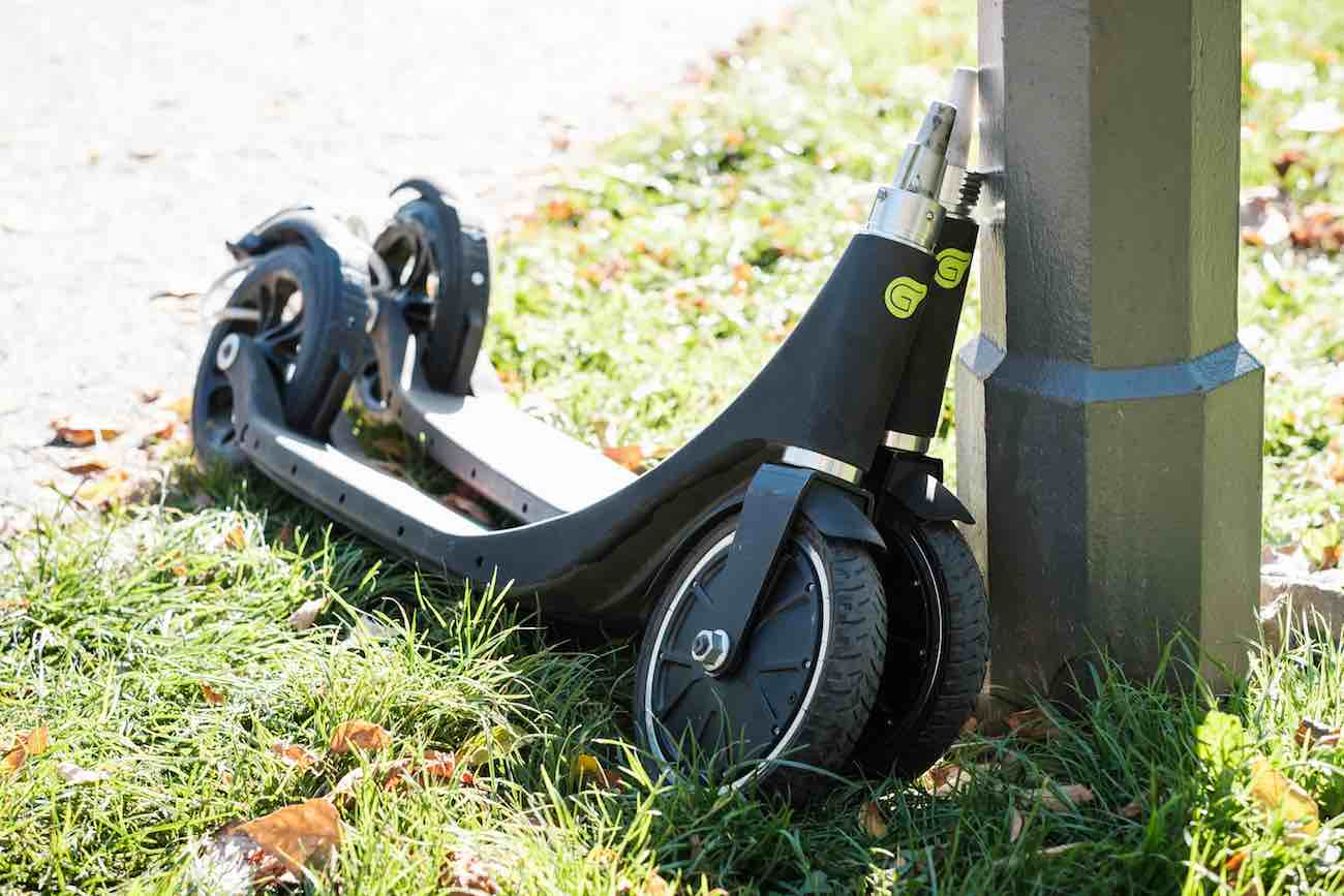 GROOVER Removable Handlebar Electric Kick-Scooter