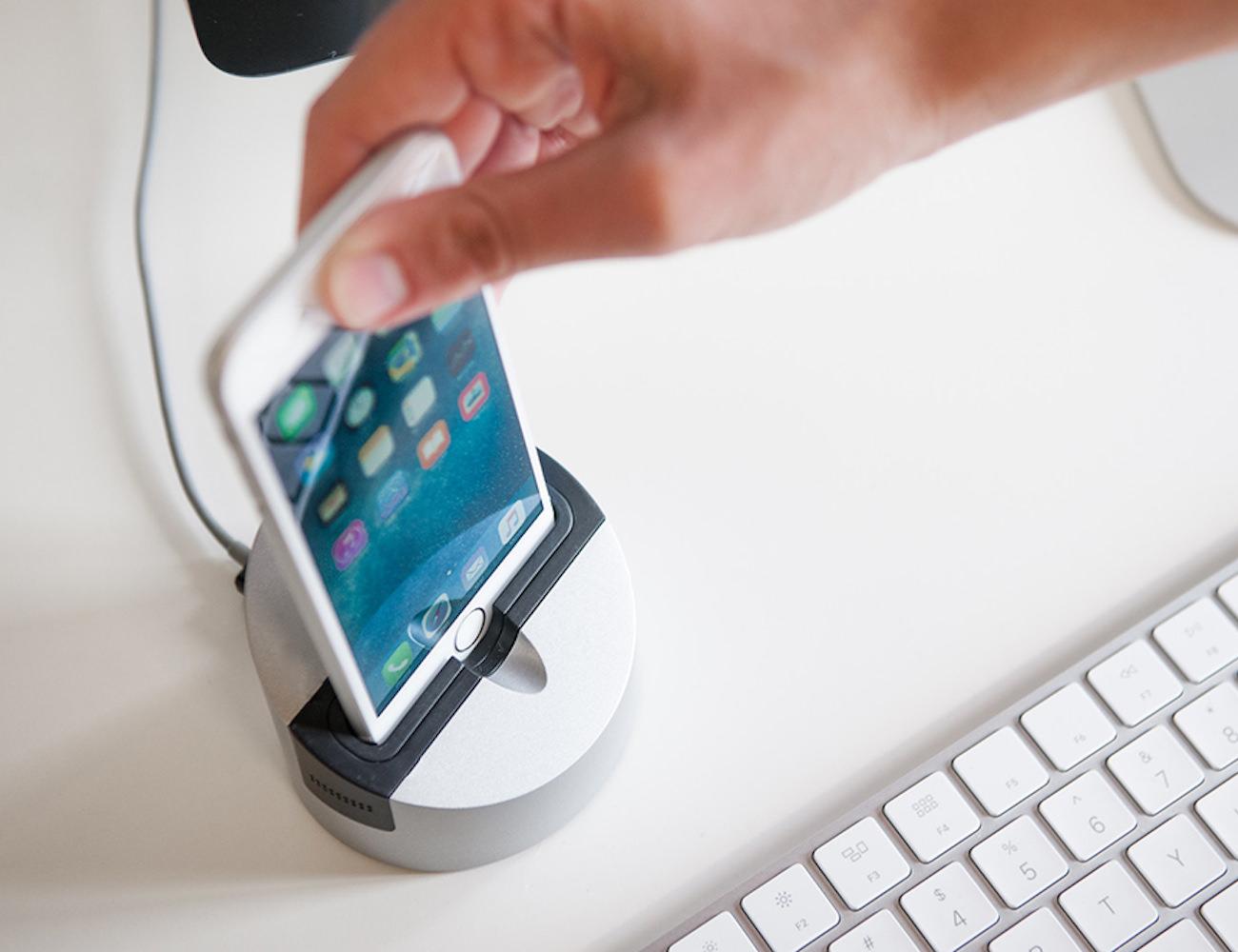 Gravitas2 iPhone and iPad Dock by Henge Docks