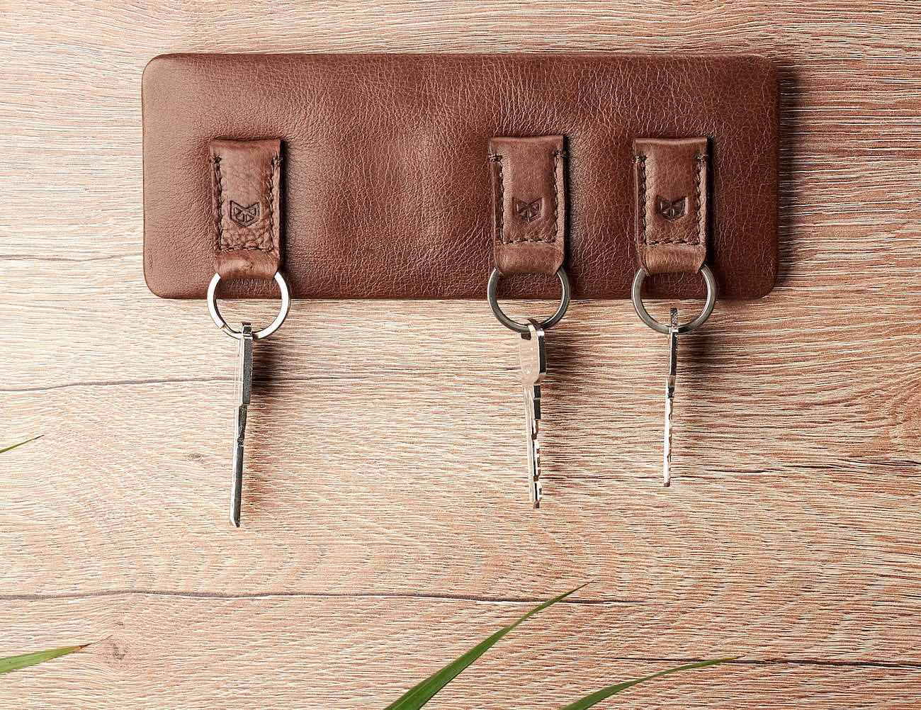 Capra Magnetic Leather Key Holder comes with up to 4 hooks