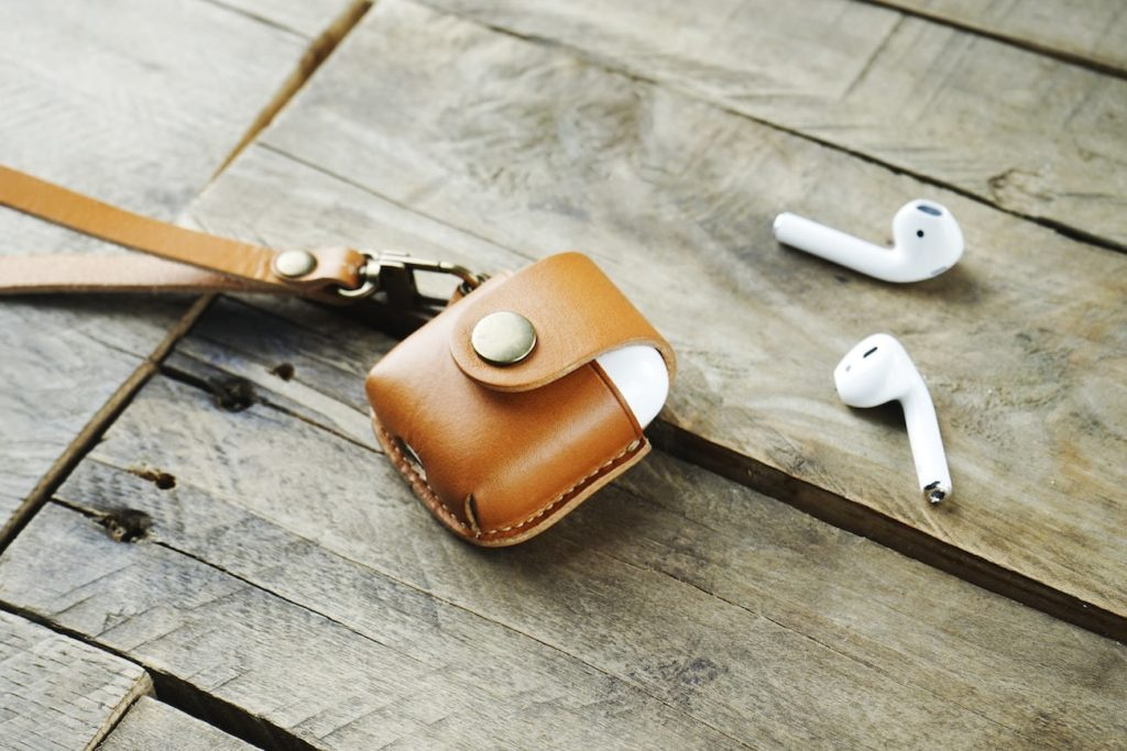 Hevitz+7050+Leather+AirPods+Case