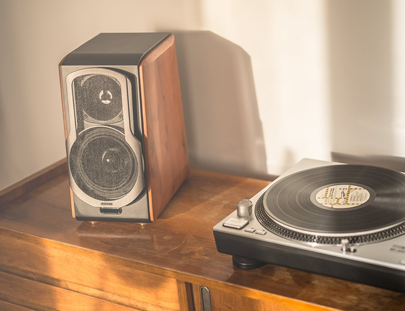 Hi-Fi Bookshelf Speaker System