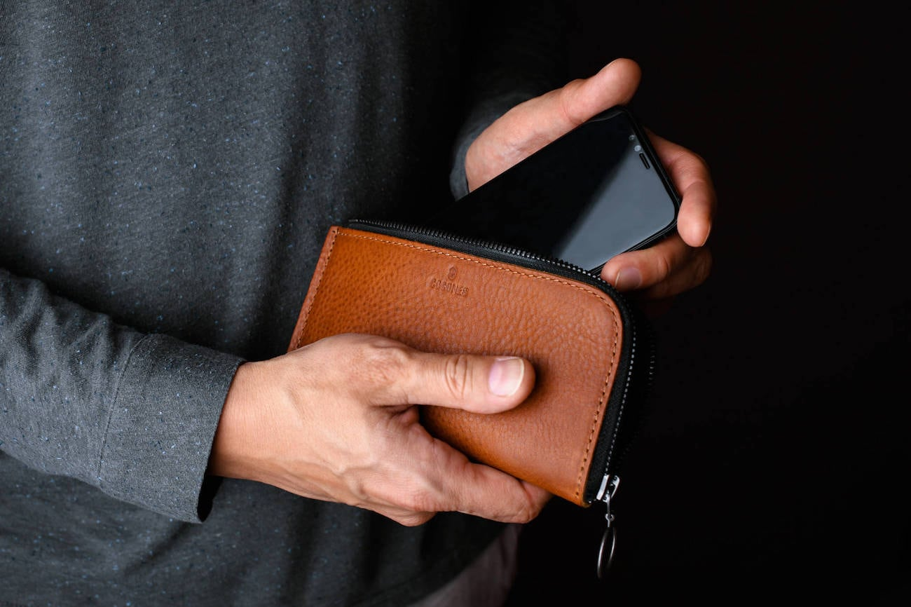Form Zip Italian Leather Smartphone Wallet