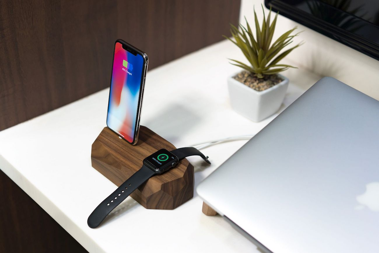 iPhone+and+Apple+Watch+Dock
