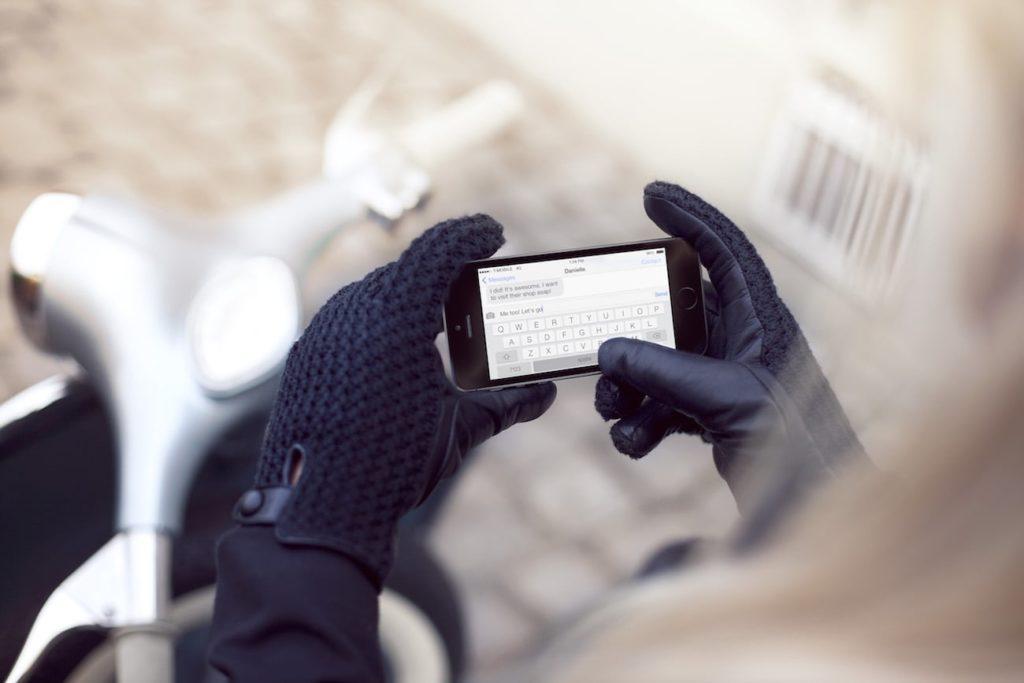 Mujjo+Leather+Crochet+Touchscreen+Gloves