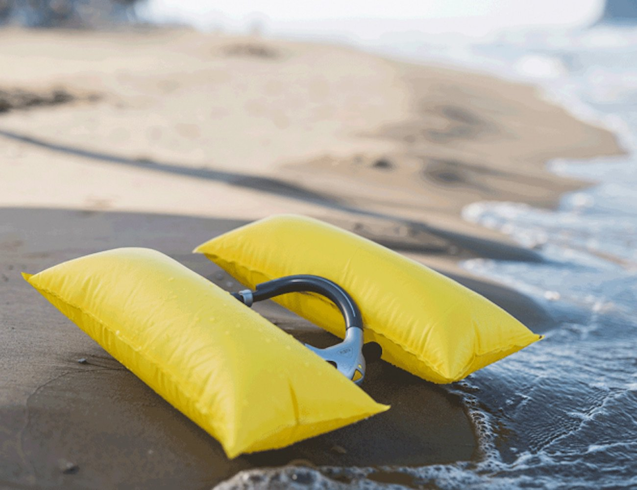 PLOOTA Sensor-Controlled Swimming Safety Device