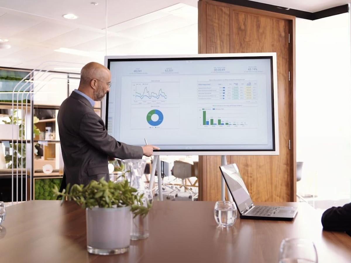Samsung Interactive Display Flip digital whiteboard writes like pen on paper