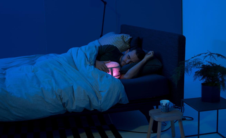 somnox robotic cuddling pillow gadget flow. Black Bedroom Furniture Sets. Home Design Ideas