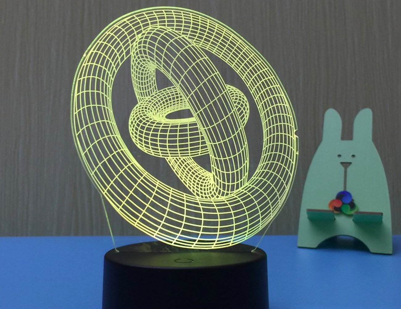 3D Illusion Table Lamp offers new depths to lighting