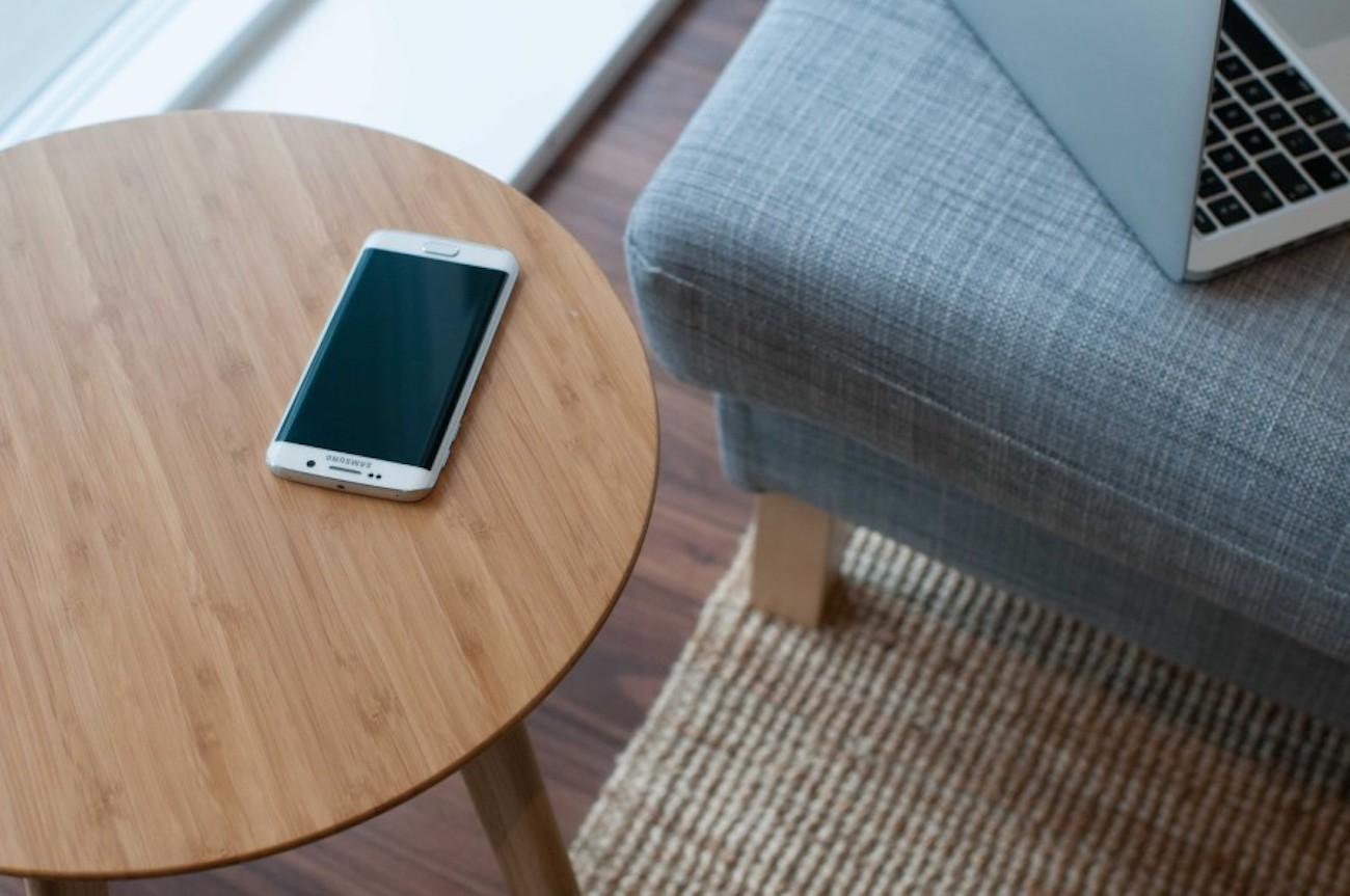 FurniQi Bamboo Qi Wireless Charging Side Table