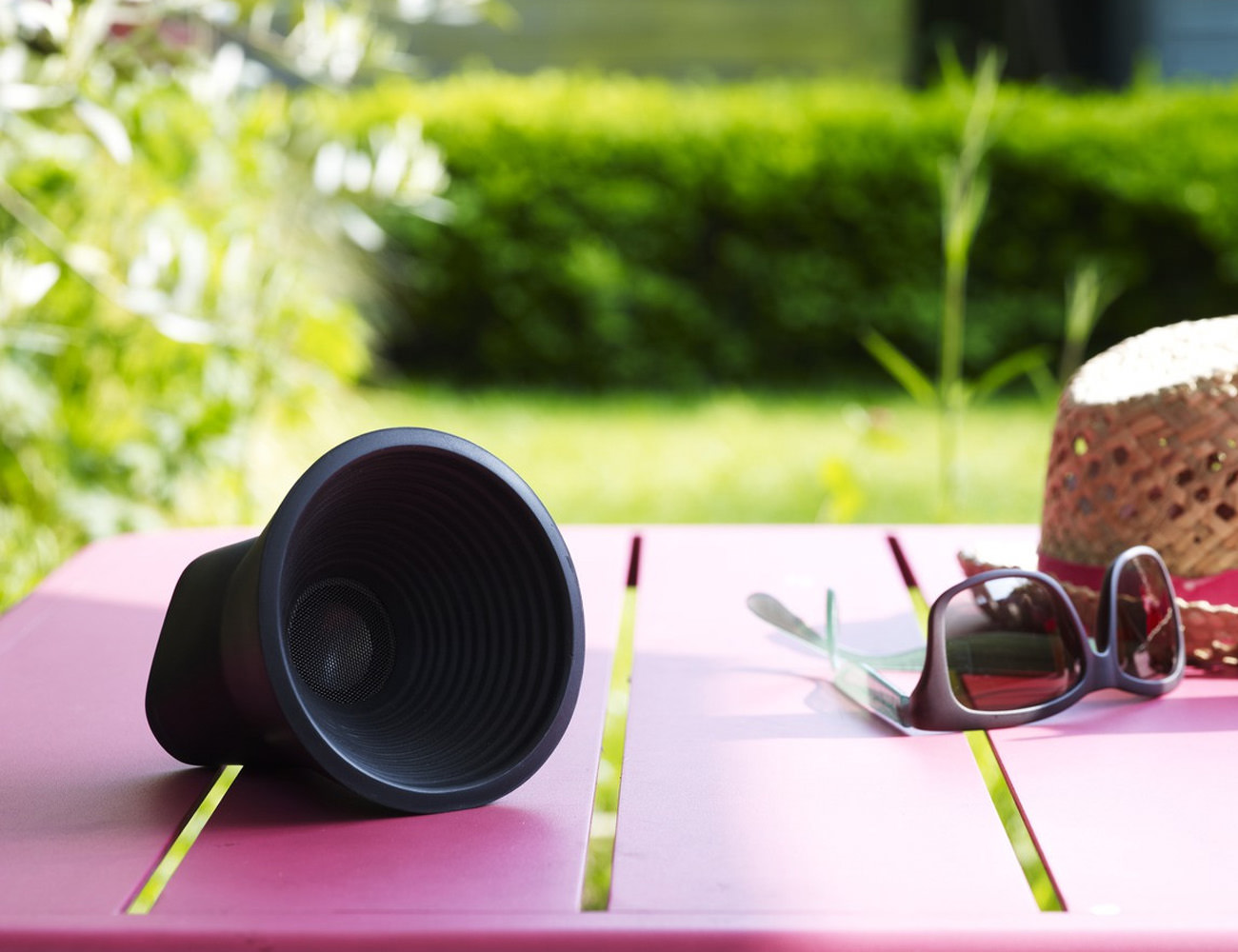 Kakkoii WOW Rubberized Bluetooth Speaker