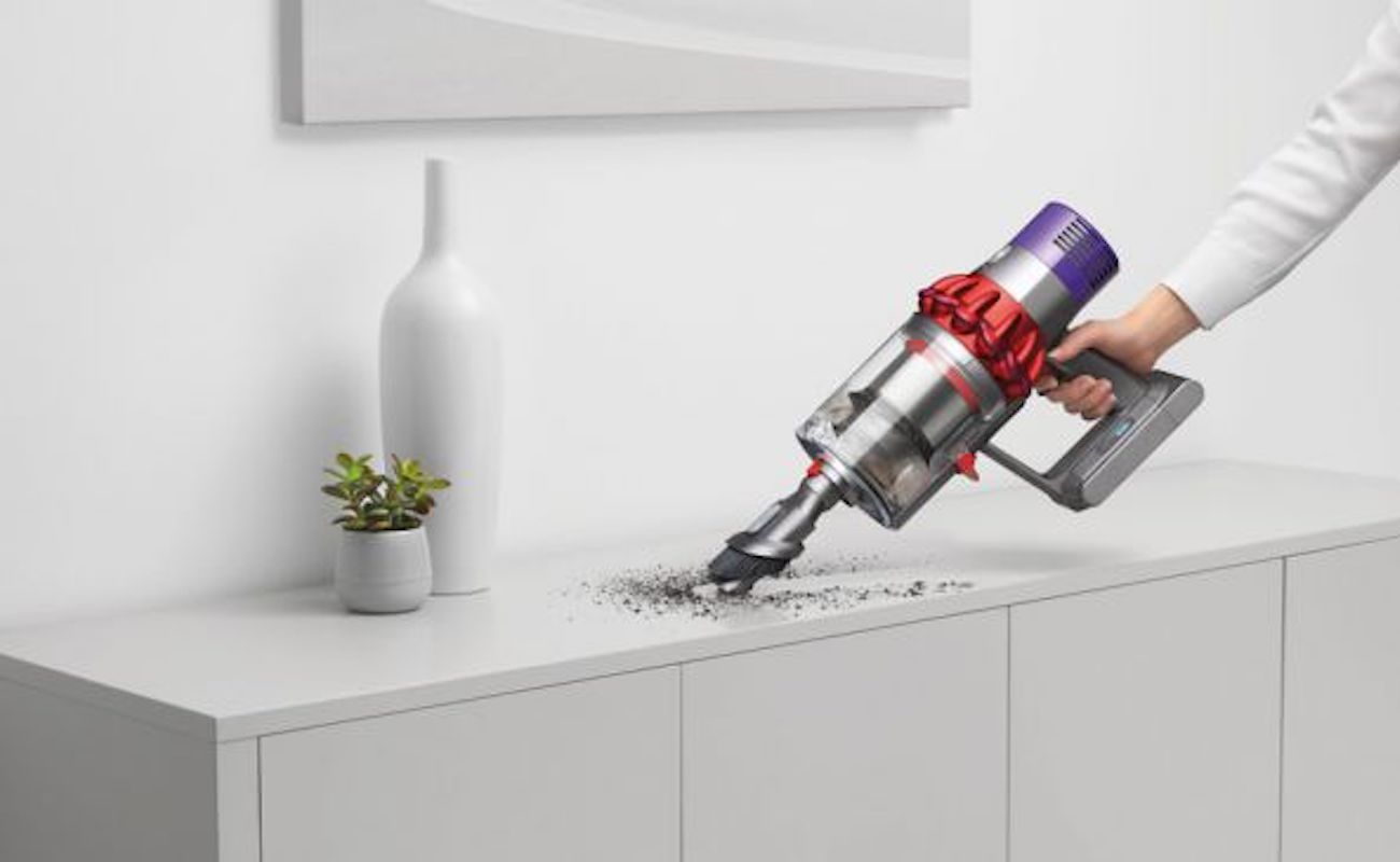 dyson cyclone v10 cordless vacuum gadget flow. Black Bedroom Furniture Sets. Home Design Ideas