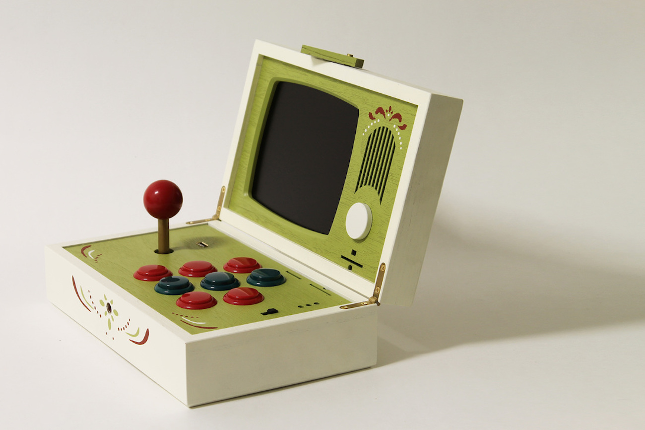R-Kaid-R Wooden Portable Game System