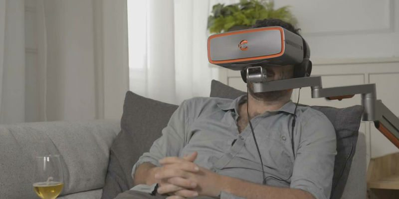 Enjoy movies with a VR headset