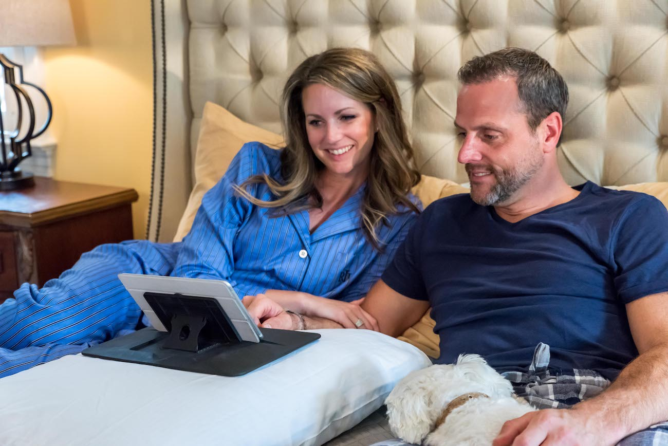 When you want to watch movies in bed, MYSA will hold your tablet