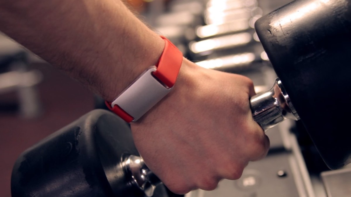 AURA Band Smart Fitness Tracker keeps an eye on your health
