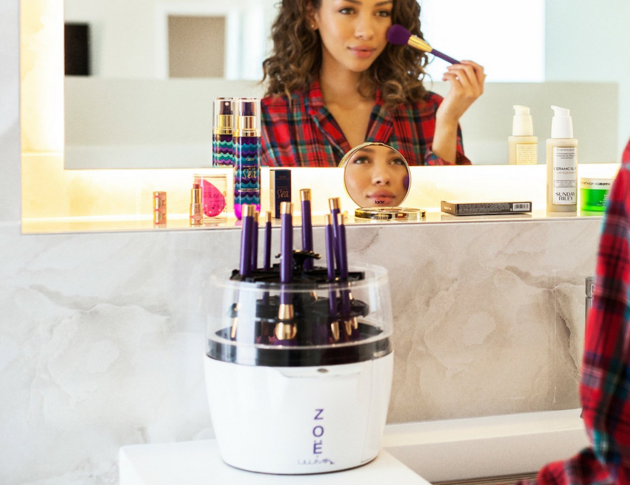 Zoë is the easy way to clean your makeup brushes